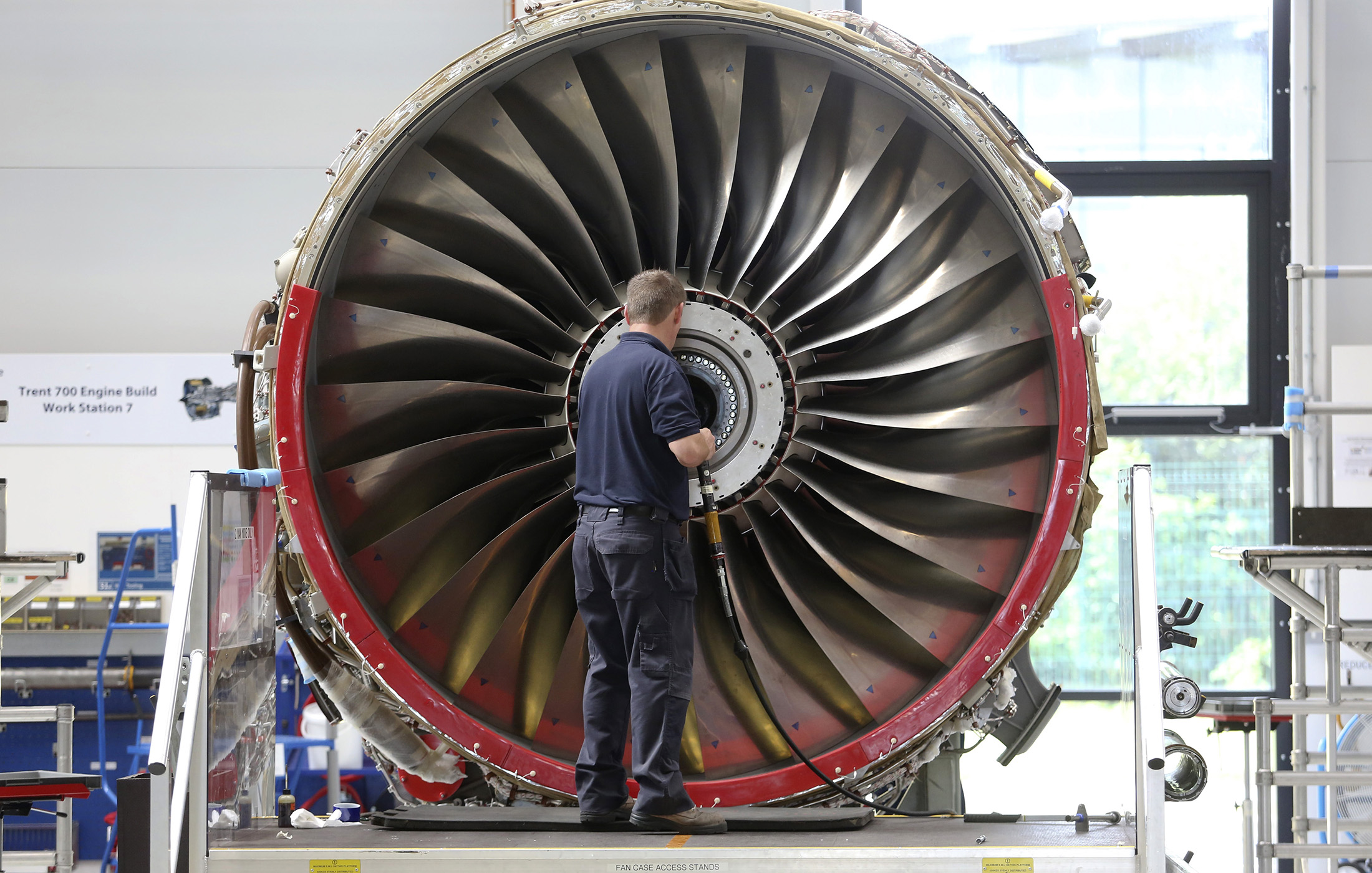 Rolls-Royce CEO Faces Biggest Challenge After Slowing Slide - Bloomberg