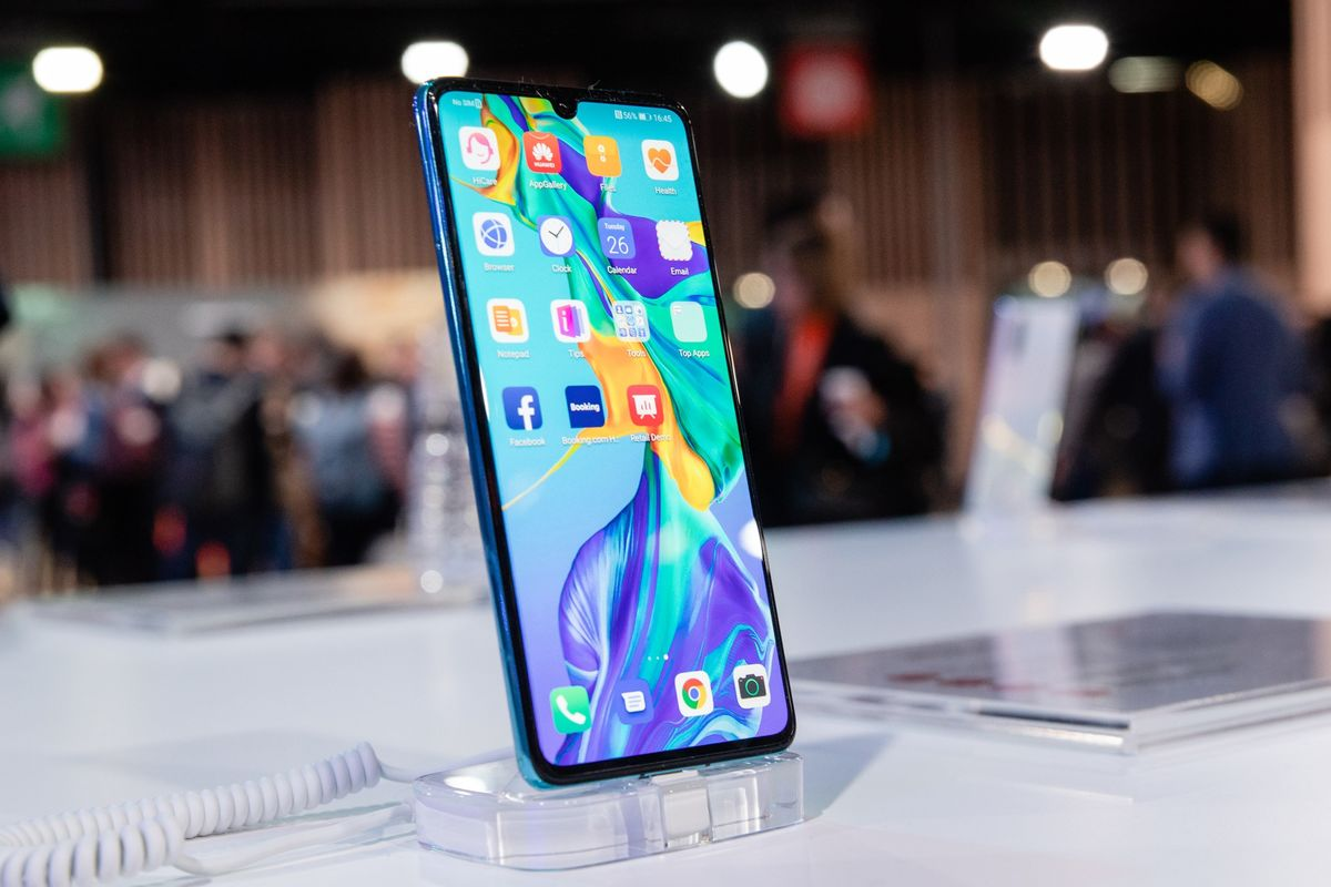 Huawei Braces for Phone Sales Drop of Up to 60 Million