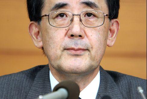 Bank of Japan Moves Up Meeting, Plans to Buy Lower-Rated Deb