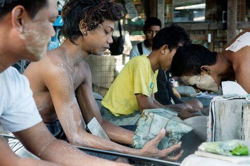 Myanmar???s Growing???and Dangerous???Jade Trade