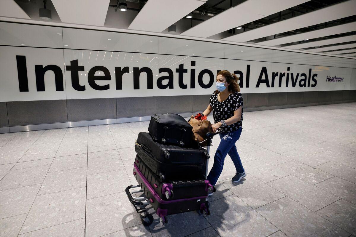 Heathrow Hiring Spree Held Back by Drivers Fleeing to Amazon