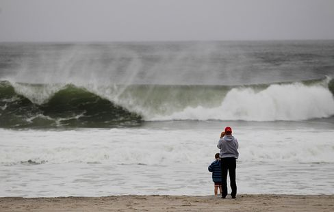 East Coast Begins to Shut as Hurricane Barrels Toward New Jersey