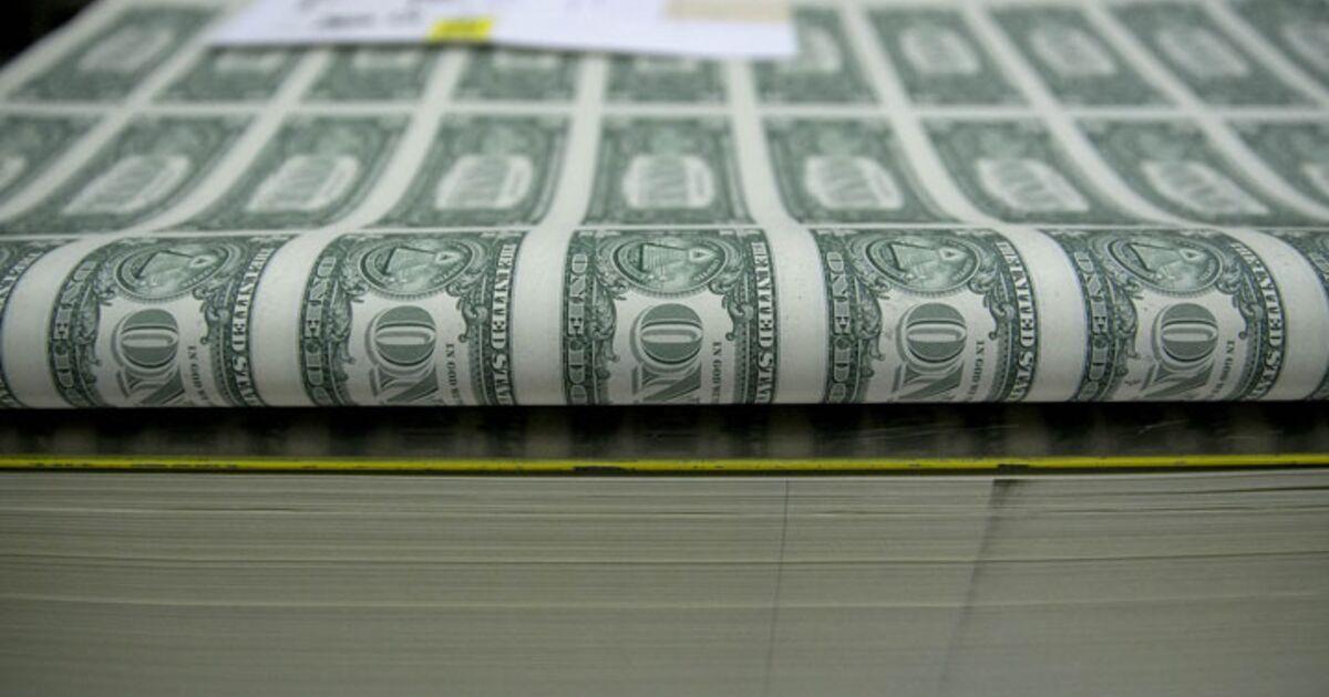 U S Dollar Slumps On Waning Fed Rate Hike Expectations