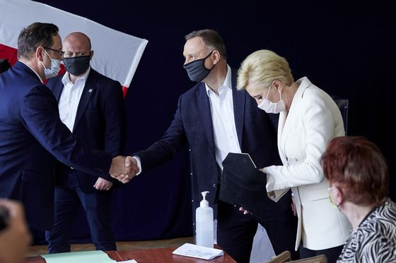Nationalist Drift Tested in Poland as President Faces Runoff