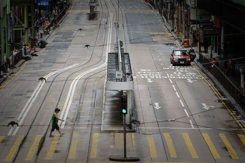 Hong Kong Scraps Stock Trading as Typhoon Utor Shutters City