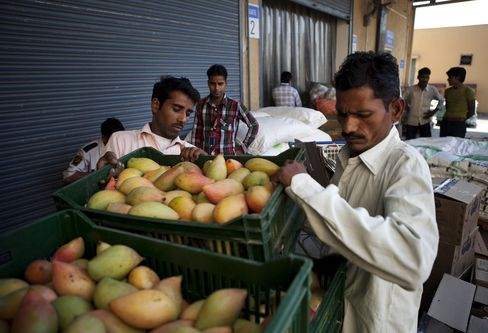 India Suspends Plan to Allow Foreign Retailers