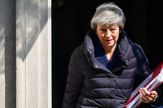 Theresa May's TeamGloomy About Chances of Labour Brexit Deal, Sources Say