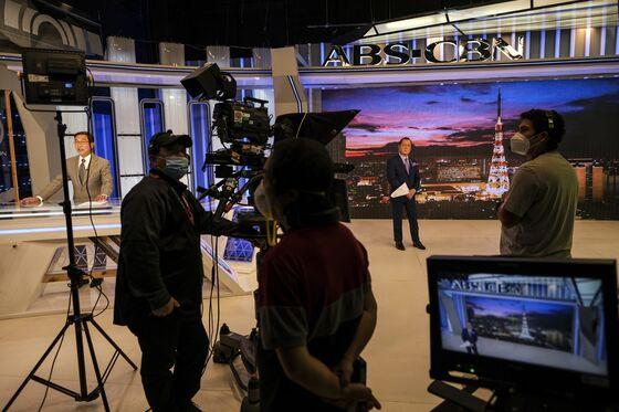 Populist Duterte Risks Public Dismay After TV Giant Is Shut Down