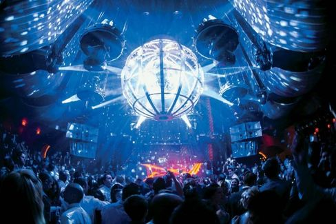 Las Vegas's Lucrative Nightclubs Pump Up the Spectacle