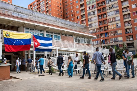 Venezuela Deploys Cuban Homemade Vaccines as WHO Urges Caution