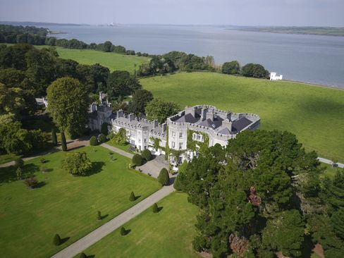 Glin Castle overlooks the Shannon Estuary on the periphery of Glin village. It's an hour's drive from Limerick city center and about 2.5 hours from Dublin.