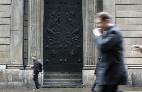 BOE Keeps QE on Hold as Officials Weigh More Radical Measures