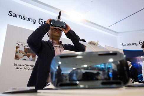 Samsung Virtual-Reality Headset