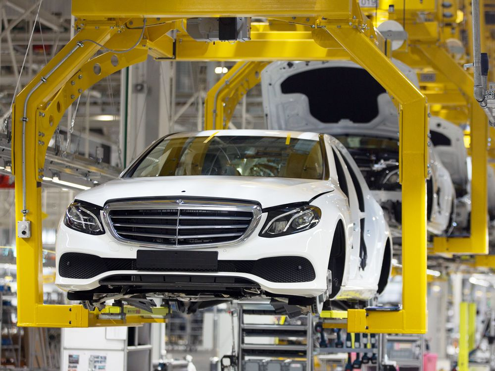 Daimler's Dr. Z Hands Over Reins With Need for Deep Savings