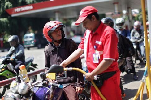 Indonesia Girds for Protests as Yudhoyono Seeks Fuel-Price Rise
