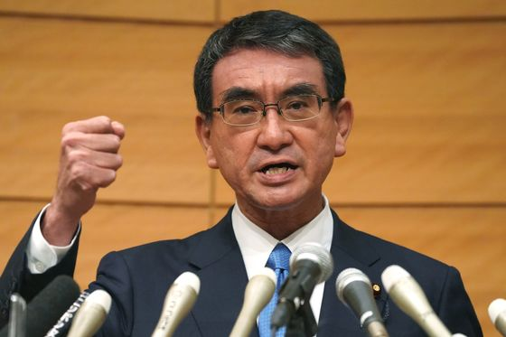Japan's Vaccine Czar Favored to Become Next Party Leader