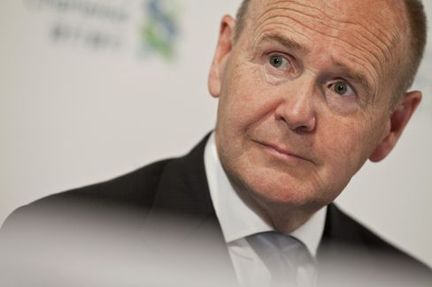 Standard Chartered Chairman Apologizes for Sanctions Claim