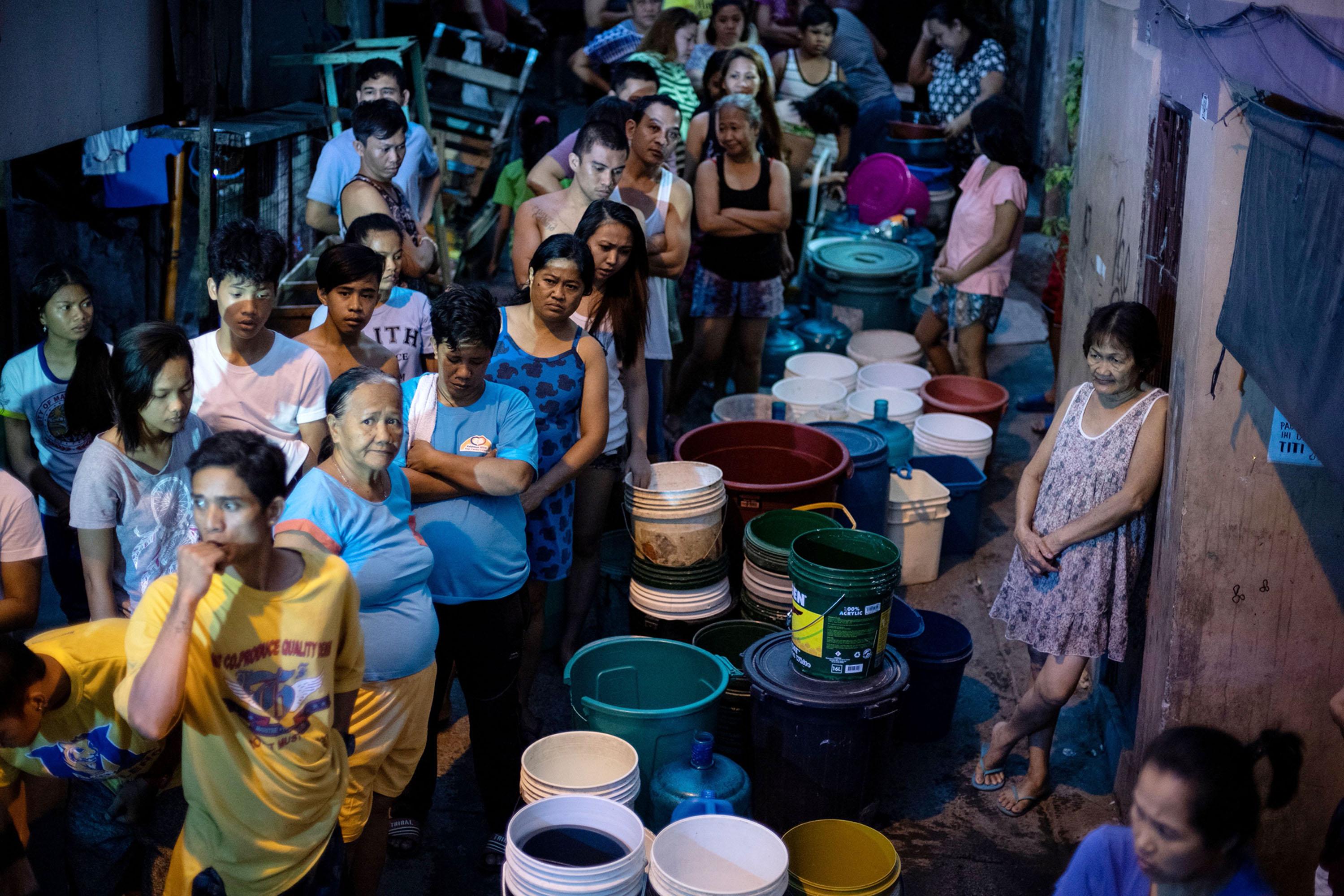 フィリピンの首都で深刻な水不足、インフラ整備の遅れや需要増加で