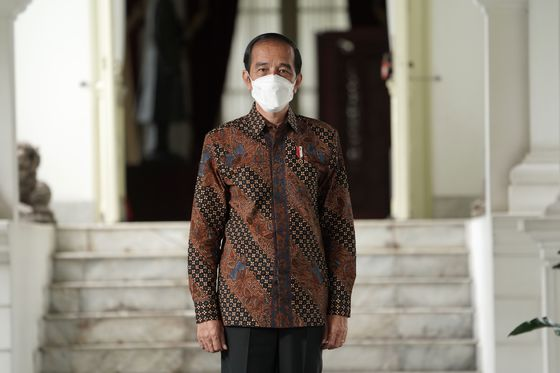 Jokowi Urges 'Sense of Crisis' in Asia's Coronavirus Hotspot