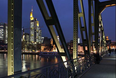 Commerzbank Cut as Moody's Downgrades German, Austrian Banks