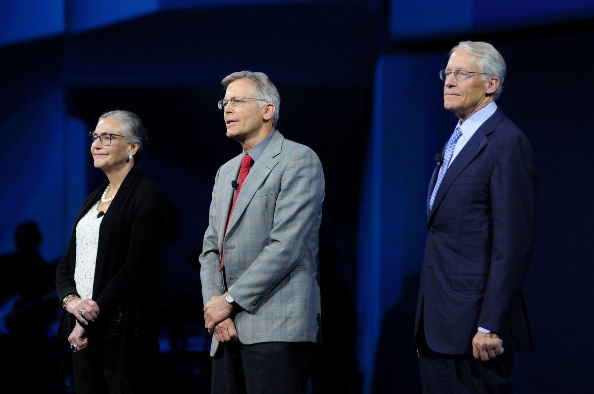 Walton Family, World's Richest, Raises $2.1 Billion From Walmart Holdings