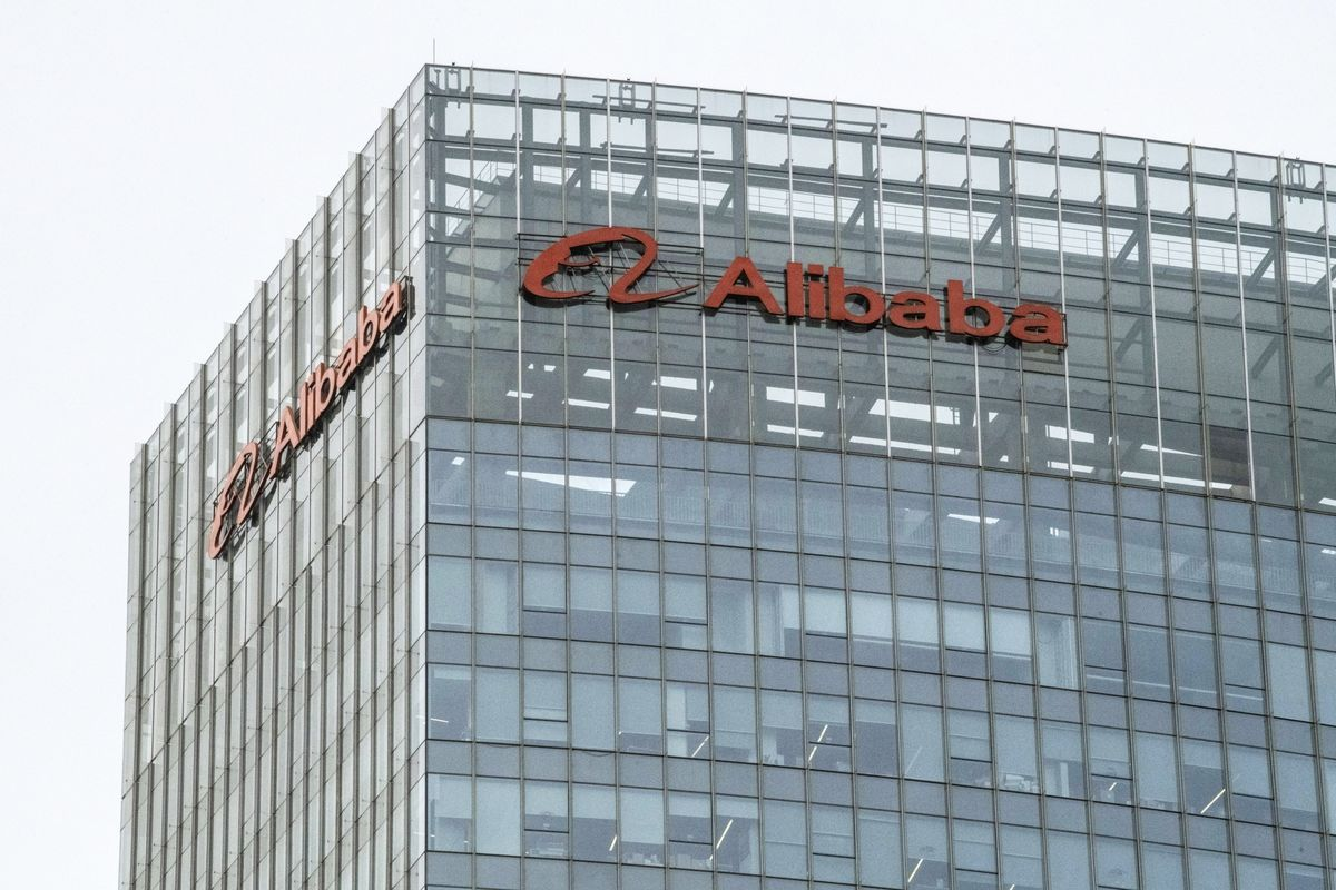 Alibaba says it will invest $28B over the next three years to expand cloud infrastructure such as data centers to extend its cloud services to more countries (Zheping Huang/Bloomberg)