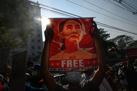 Myanmar's Suu Kyi Appears Before Court Without Warning