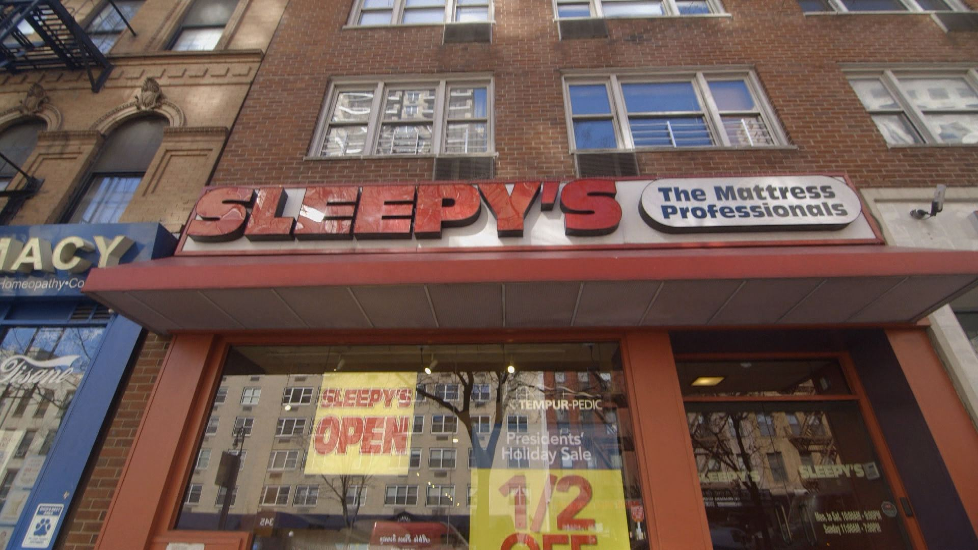 Why Are There So Many Sleepy S Mattress Stores Bloomberg