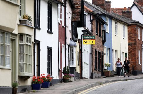 U.K. Home Sellers Increase Asking Prices for Fourth Month