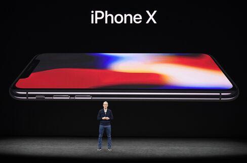 iPhoneXとクックCEO