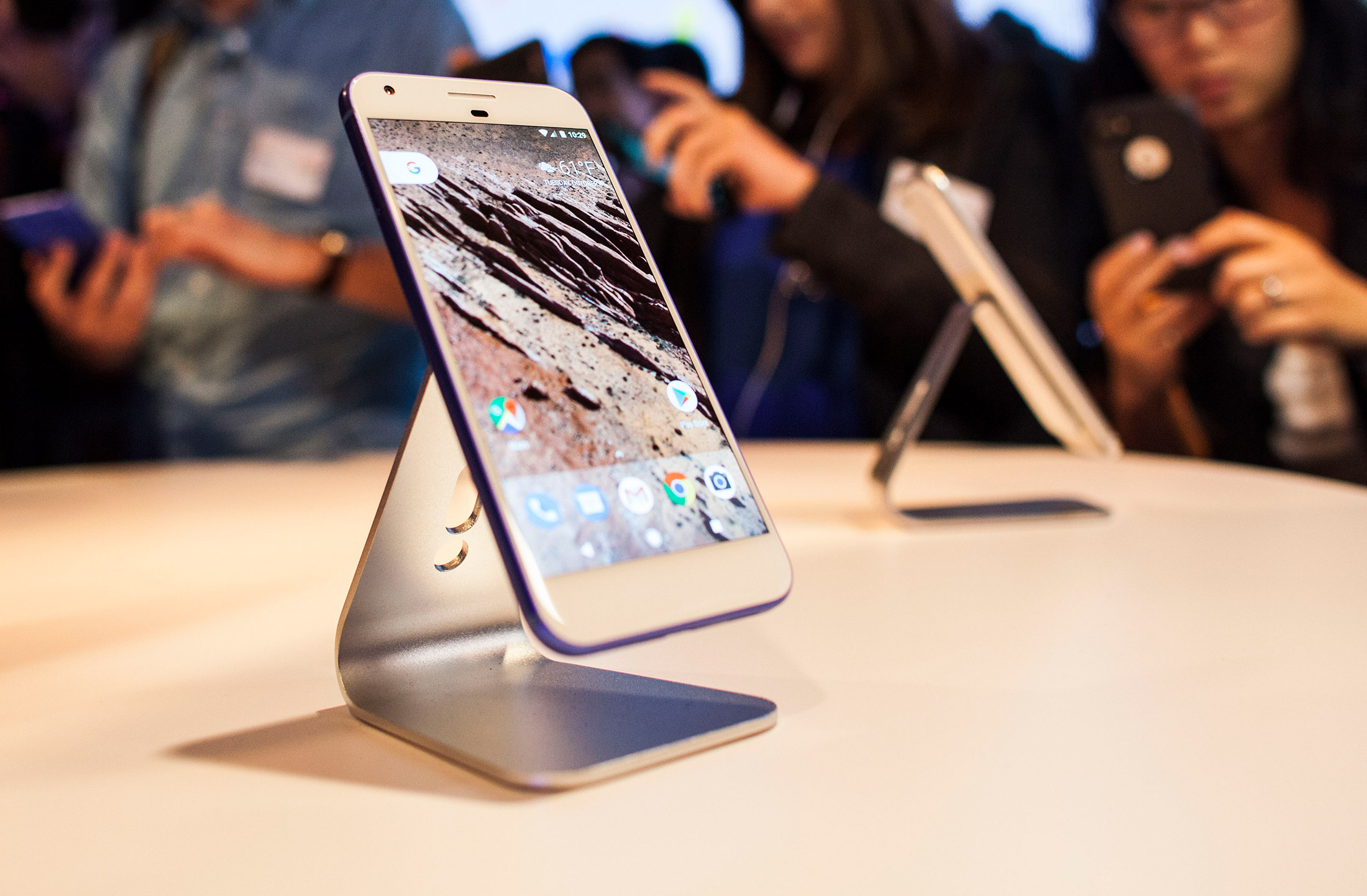Google Has Its Own Phones. Now It Must Fix Its Retail Strategy