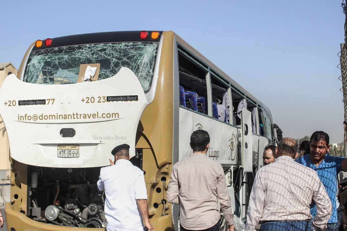 Blast Targeting Egyptian Tour Bus Wounds 16 Near Pyramids