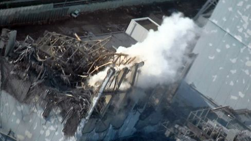 Workers to Resume Water Dousing at Fukushima Nuclear Plant