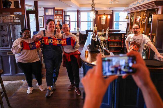 Ted Lasso's Haunt Near London Sees U.S. Fans Ease Tourism Pain