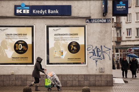 Santander to Buy KBC's Kredyt Bank to Boost Polish Business