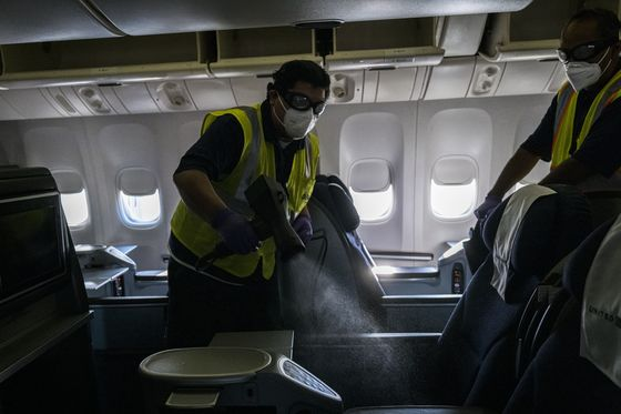 Airlines Demand Virus-Busting Seats to Ease Covid Deep Cleaning