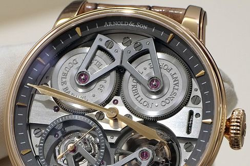 The two barrels work together to provide constant force to the escapement.
