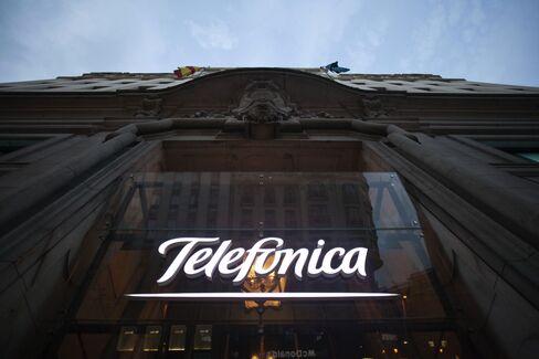 Telefonica Selling $1.3 Billion Treasury Stock to Cut Debt