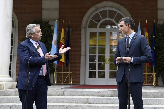 Argentina Urges IMF to Suspend Surcharges on $45 Billion Loan