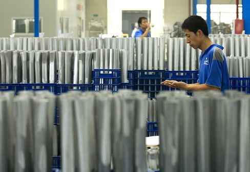 China Manufacturing May Contract at Slower Pace, Survey Shows