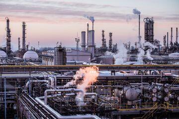 Oil Refiner Margins Tank in Europe in Latest Sign of Weak