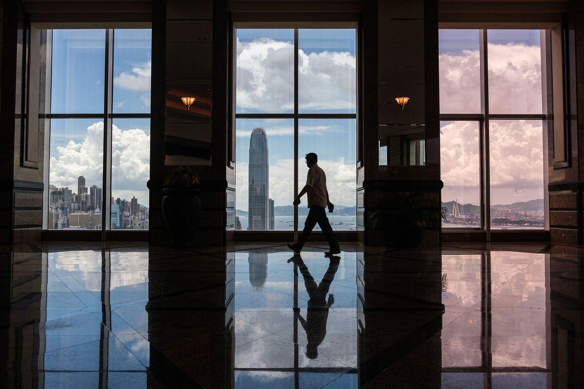 Senior Bankers Can Now Skip Hong Kong's Three-Week Quarantine