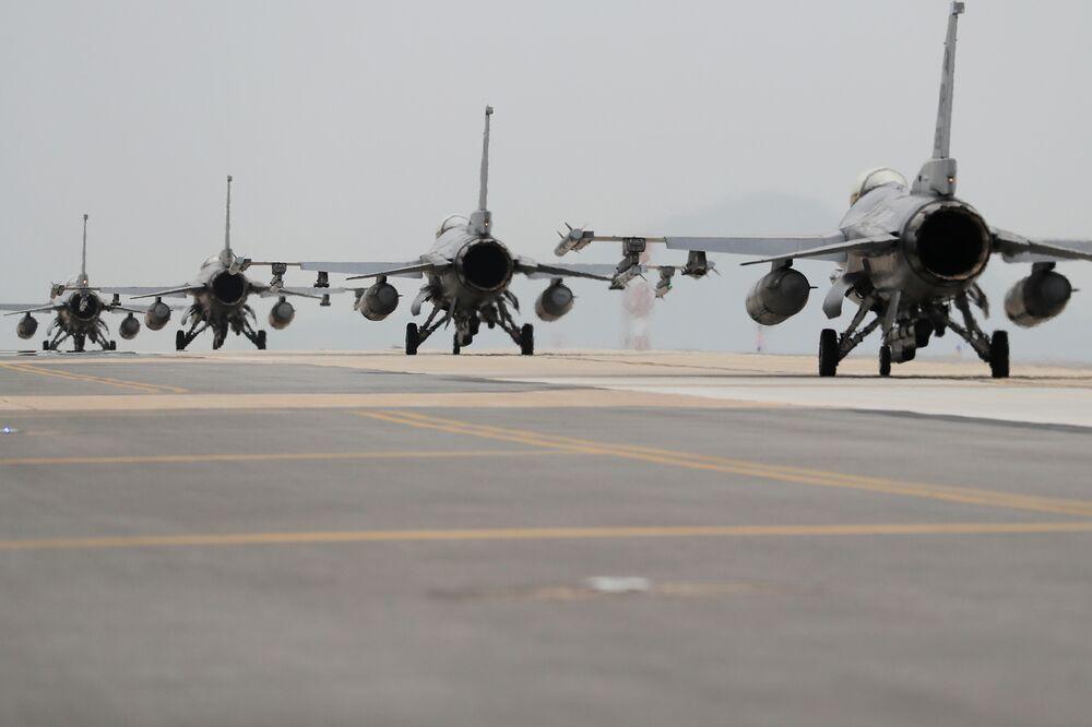 رئيس الفلبين يرفض عرضا امريكيا لبيعه مقاتلات F-16 1000x-1