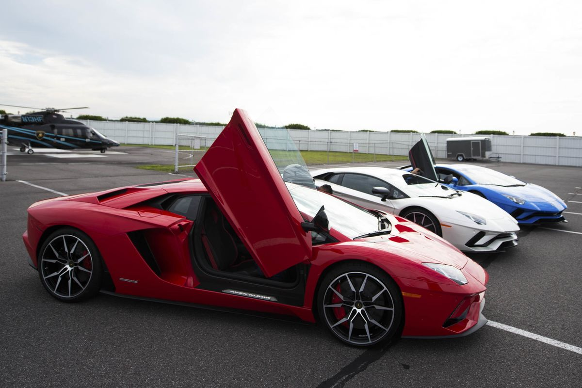 The New $422,000 Lamborghini Aventador S Steers Like a Garbage Truck