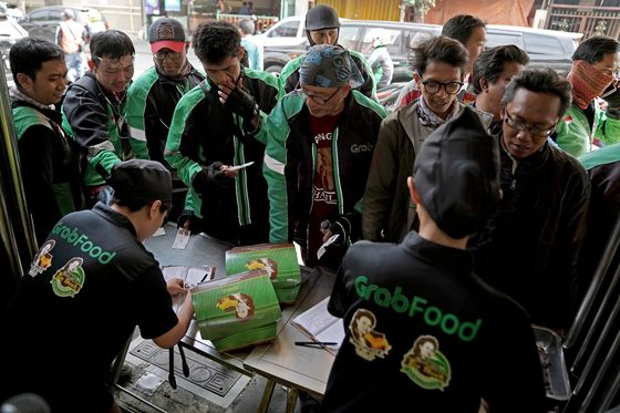 Grab and Gojek Square Off in an International Food Fight