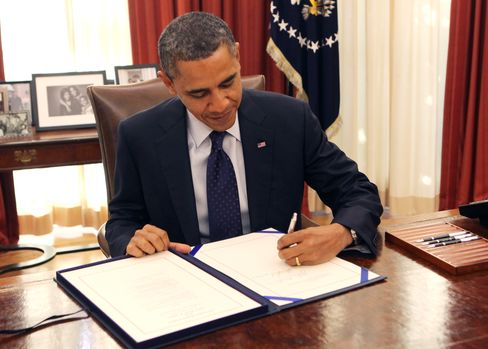 Obama Signs Bill 'Ending the Stalemate' Over Payroll Tax Cut