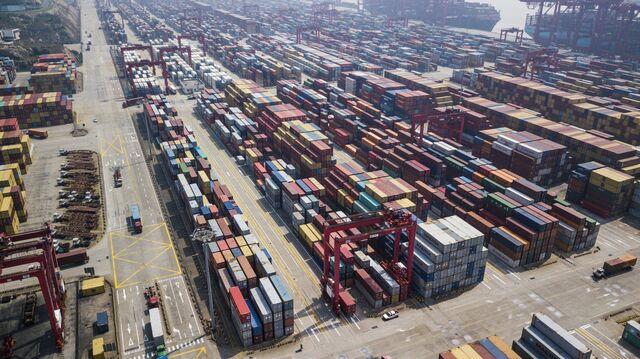 White House delays decision on tariffs