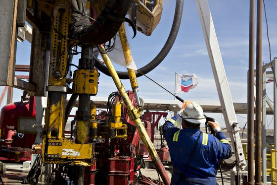 Shale Country Dangles 100% Pay Raises as Labor Market Runs Dry