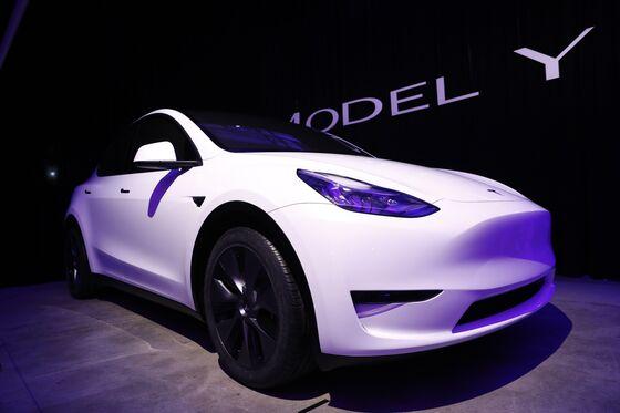 Musk Reopens Door to Tesla Capital Raise After Cash Setback