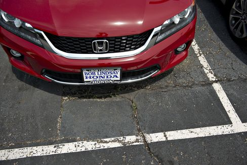 Honda, Toyota Mid-Size Car Clash Aids Asian Makers' U.S. Gains